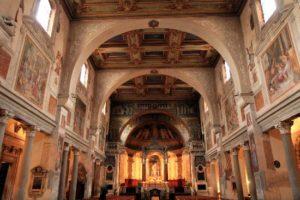Gli interni della Chiesa di Santa Prassede