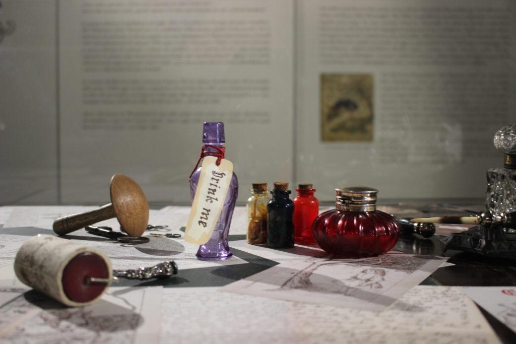 The adventures of Alice Roma, oggetti della storia