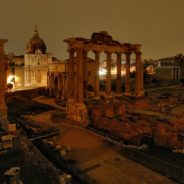 Passeggiata serale ai Fori Imperiali, tra magnifiche rovine e luci suggestive