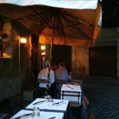 Mangiare all'aperto in centro a Roma tra monumenti noti e meno noti