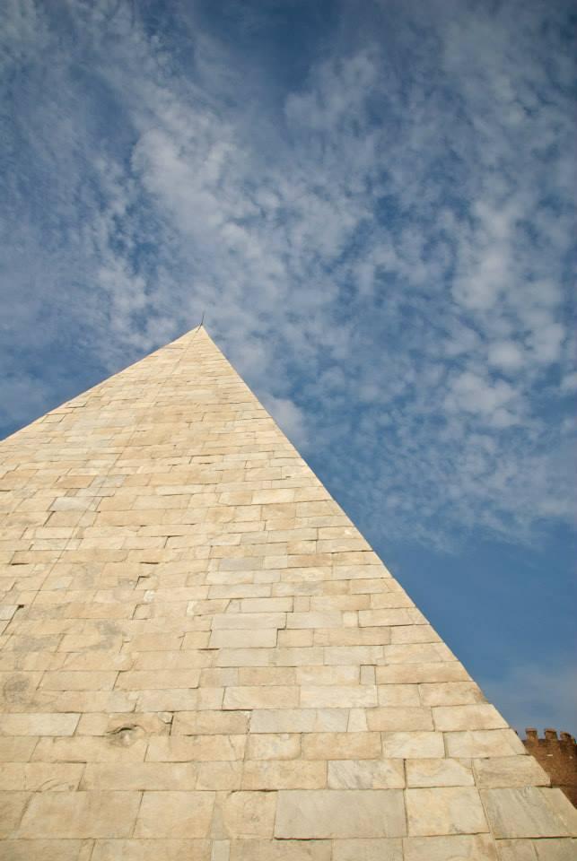 Entrare in una Piramide: squarci di Egitto a Roma