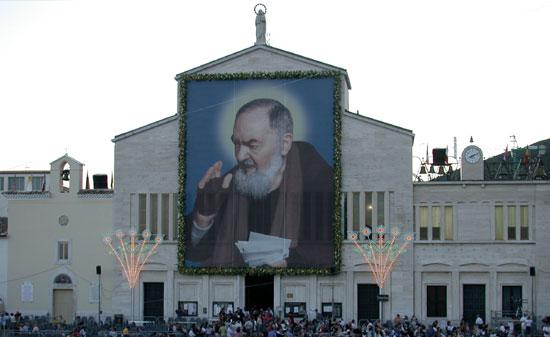Il turismo religioso in Italia (e la chicca del Museo delle Cere di Padre Pio)