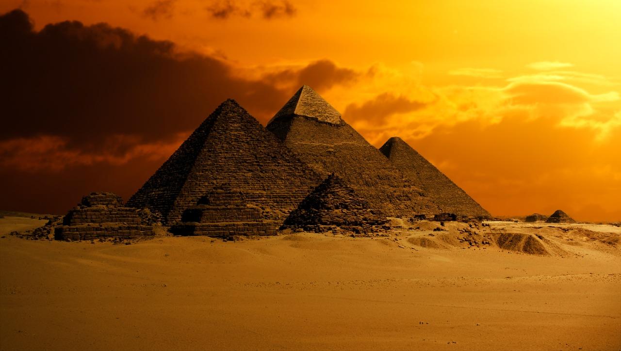 Piramide: un angolo di Egitto a Roma