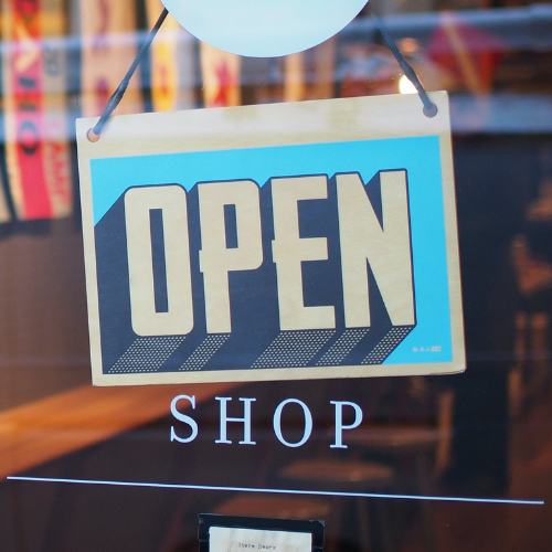 Quali sono le attività commerciali aperte in zona rossa?